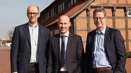 Uśmiechnięte twarze po podpisaniu umowy (od lewej): zarząd Big Dutchman S.A. Bernd Meerpohl, prezes Inno+- Maurice Ortmans oraz Lars Vornhusen, asystent zarządu Big Dutchman.